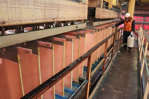Cobre sube y zinc cae a mínimo de dos meses — Metales