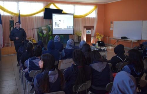 Estudiantes Del Liceo Radomiro Tomic Reciben Charla