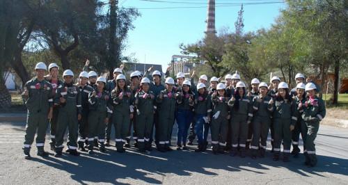 Aprendices alistan sus cascos y bototos para iniciar prácticas en ENAMI