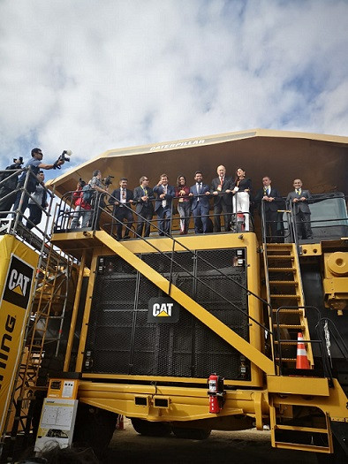 Ministro de Minería inauguró Exponor 2019 junto al camión 794 AC
