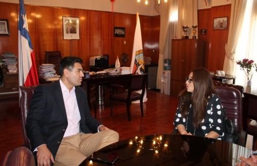 Nueva directora del CDV UNAP Calama presenta saludo protocolar a alcalde