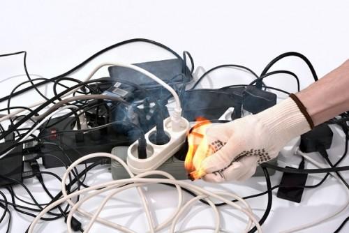 Sigue estos consejos para evitar los accidentes eléctricos este verano