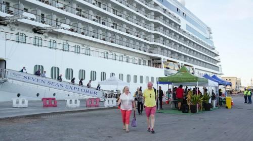 Puerto de Iquique recibe por primera vez al crucero Seven Seas Explorer