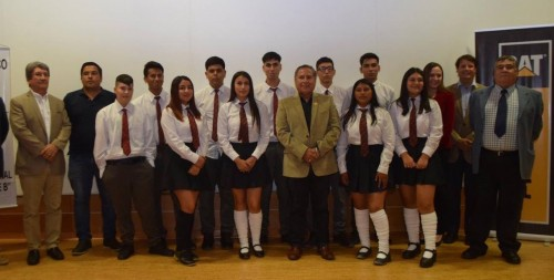 Finning certifica a estudiantes del Complejo Educativo Juan José Latorre Benavente de Mejillones