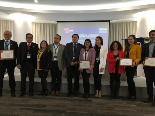 Finning participa en seminario regional de educación técnico profesional