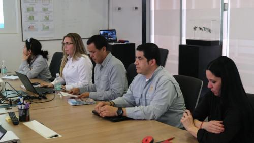 Sernameg y Ministro Hales comparten aprendizajes en temas de igualdad de género y conciliación