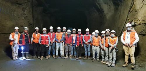 Alumnos de último año de ingeniería visitan mina subterránea Carola