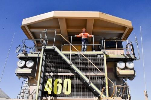 """Karina Leiva primera operadora de camiones de extracción de Chuquicamata Mi camión es un pequeño gigante que me acompaña todos los días"""""""
