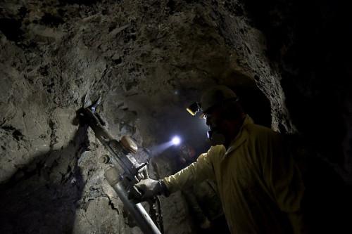 Gobierno destina más de $2.800 millones para apoyar a pequeños mineros