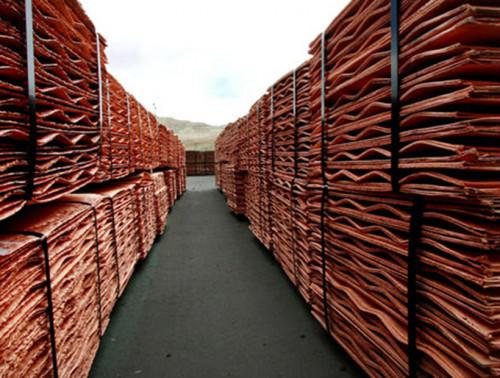 Precio del cobre inicia la semana con moderado retroceso en Londres