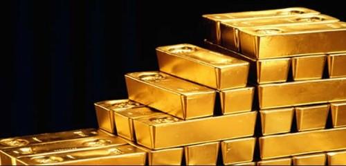 Oro sube tras débiles datos chinos que redujeron apetito por riesgo