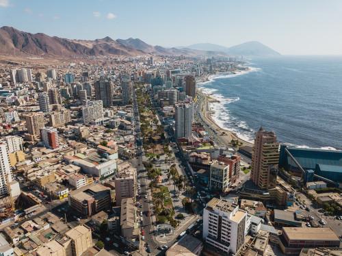 AIA suscribe acuerdo con Cámara de Turismo Antofagasta para promover servicios locales