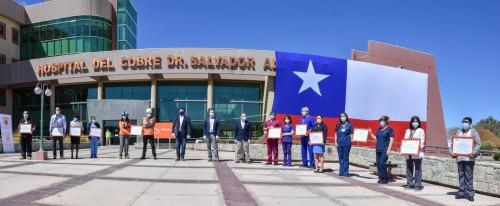 Con bandera gigante reconocen a trabajadores del Hospital del Cobre y áreas operativas de Chuquicamata