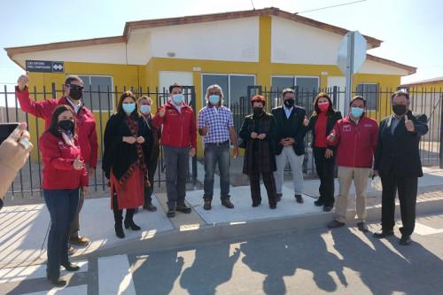 """40 familias del """"Comité de Vivienda Pescadores Artesanales de Caleta Caldera"""" recibieron sus casas"""