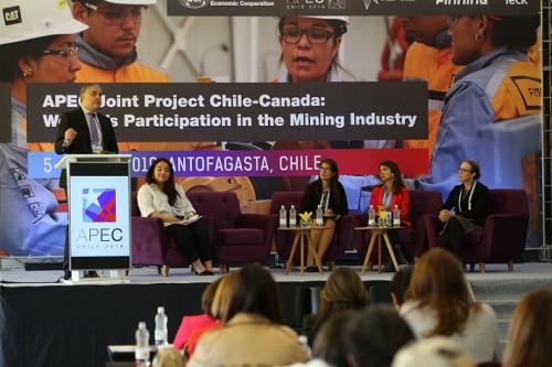 En Antofagasta se debatió sobre el importante rol de la mujer en minería