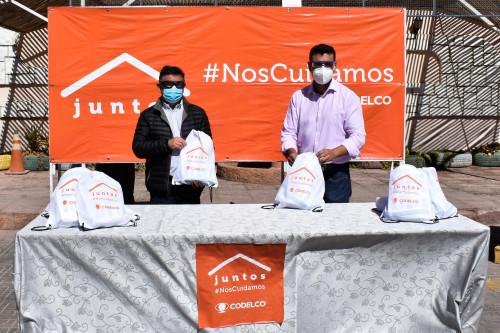 Funcionarios municipales de Calama reciben kits sanitarios por parte de Codelco Distrito Norte