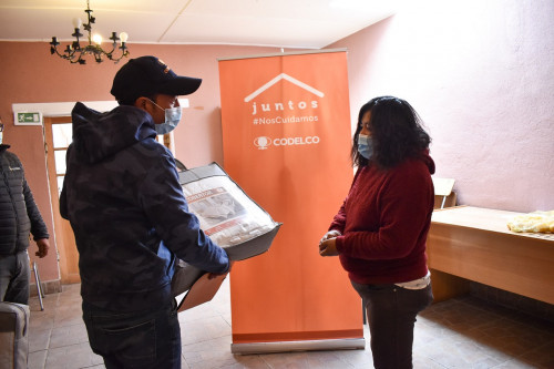 Codelco entrega cobertores de fibra de cobre a comunidades de Ollagüe y Estación San Pedro