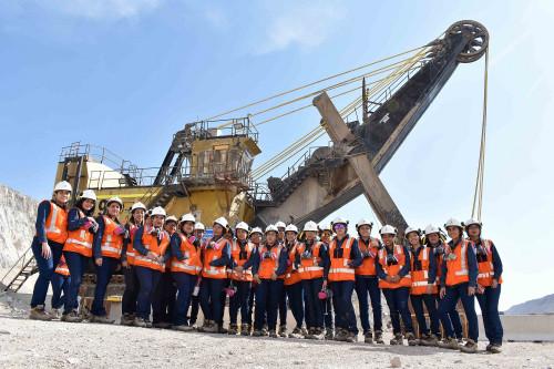 """Jóvenes mujeres del programa """"Aprendices"""" de Codelco se especializan en el negocio minero"""