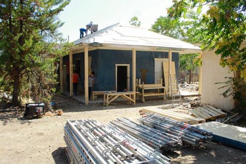 Avanzan trabajos de recuperación de la Colonia Escolar de Coya