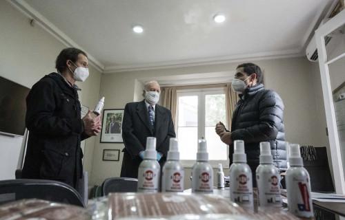 Ministerio de Minería entrega mascarillas y aerosoles con nanopartículas de cobre a funcionarios de salud de Padre Hurtado