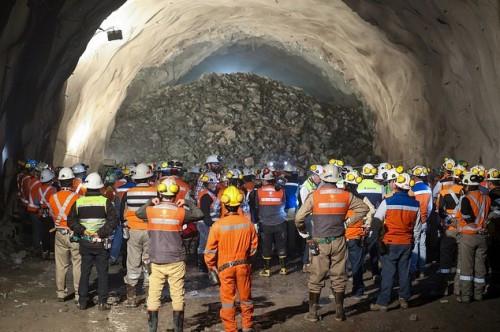 Gobierno y sindicatos mineros acuerdan mesa de trabajo para abordar contagios de Covid-19 en la industria