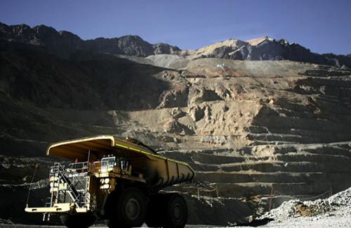 Minera licita servicio de aseo industrial para una de sus divisiones