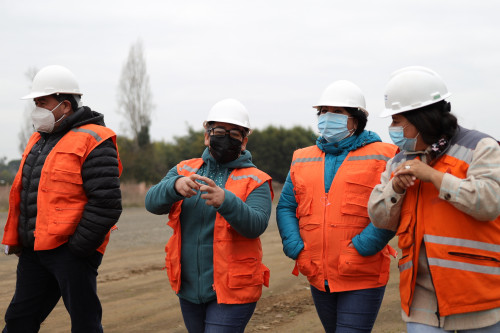 Dirigentes sociales recorrieron obras del Parque Eólico Mesamávida