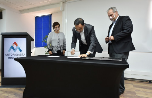 Antofagasta Minerals y Corporación Clúster Minero acuerdan hoja de ruta conjunta y renuevan acuerdo con Sicep