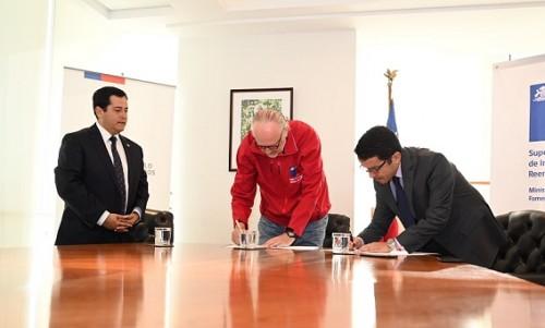 Gobierno firma convenio para prevenir la insolvencia en el rubro minero