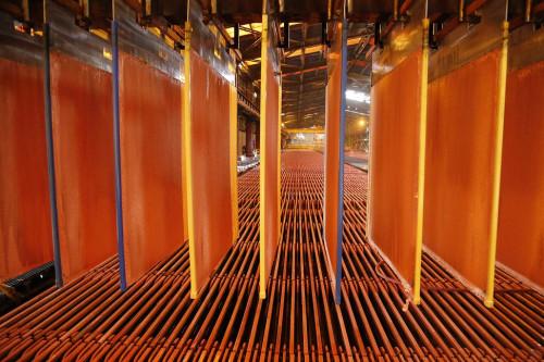Expertos analizan eventual escenario para el precio del cobre en los próximos meses