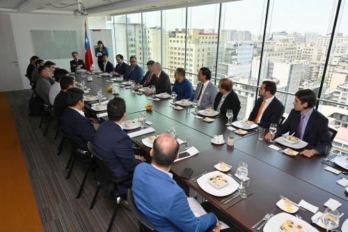Ministerio de Minería se reúne con empresarios chilenos y peruanos para evaluar trabajo conjunto en materia de innovación