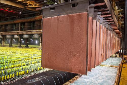 Cobre se recupera con leve incremento en la Bolsa de Metales de Londres