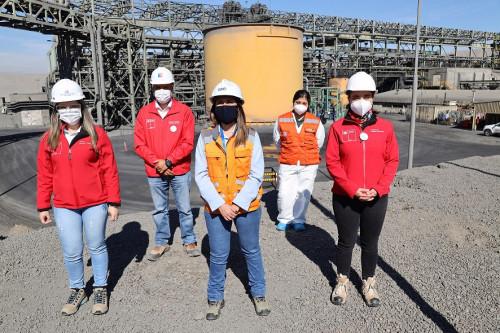 Autoridades comprometen trabajo conjunto para incorporar más mujeres en la minería